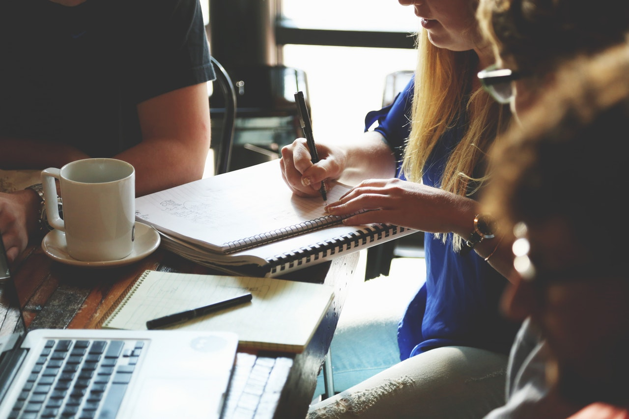 Nauka języka obcego – indywidualnie czy w grupie?