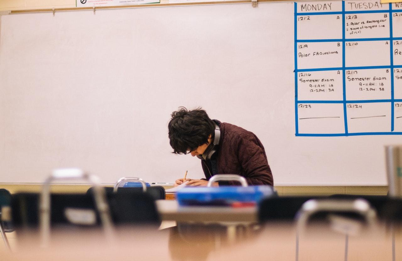 Jak przygotować się na egzamin z języka obcego na poziomie B1?